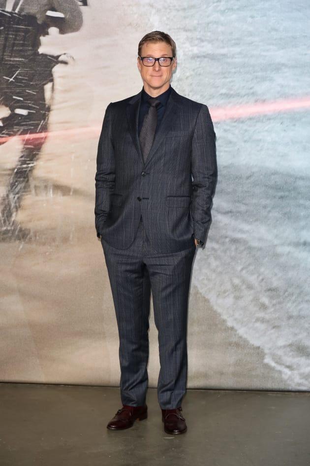 Doom Patrol: Alan Tudyk Cast as Mr. Nobody! - TV Fanatic