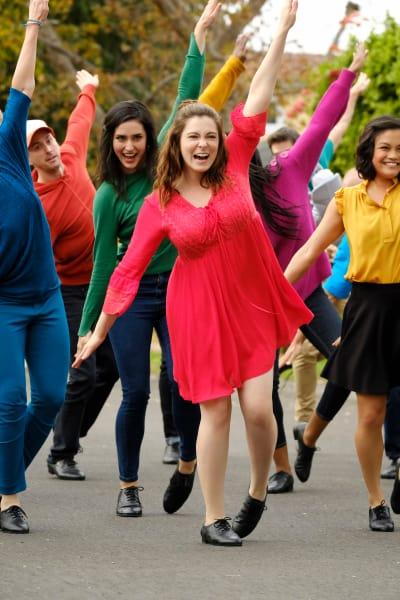 Rebecca Dancing Happily - Crazy Ex-Girlfriend Season 4 Episode 13