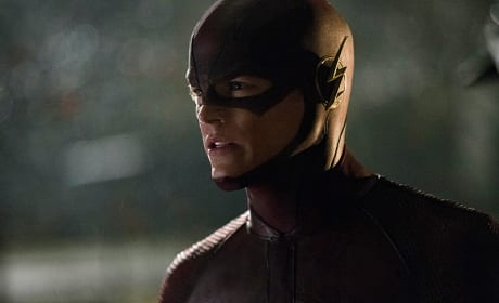 "The Flash Series Premiere Photos ""City of Heroes"""