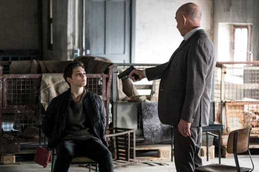 Why is Howard P Turning a Gun on Baldwin? - Counterpart Season 2 Episode 3
