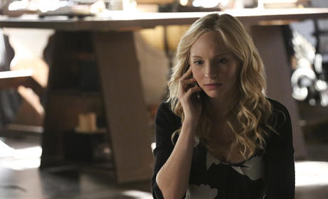Anyone There? - The Vampire Diaries Season 7 Episode 3