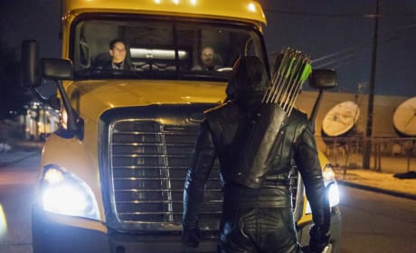 Stop In The Name Of The Diggle - Arrow Season 6 Episode 3