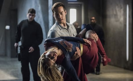 Kara is Down - Supergirl Season 2 Episode 16
