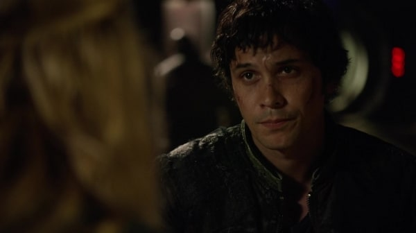 "Clarke lets Bellamy know she's with him on ""Fog of War"""