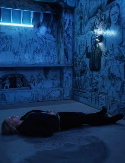 Clarke Waits Around - The 100 Season 6 Episode 8