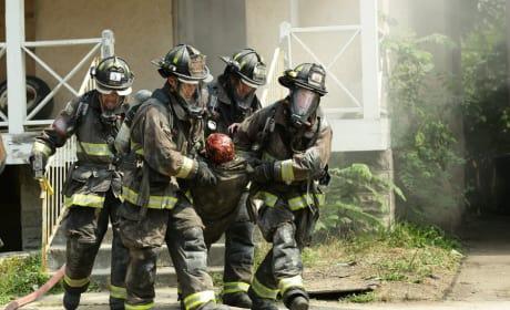 Victim - Chicago Fire Season 4 Episode 1