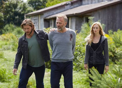 Watch Bitten Season 2 Episode 1 Online