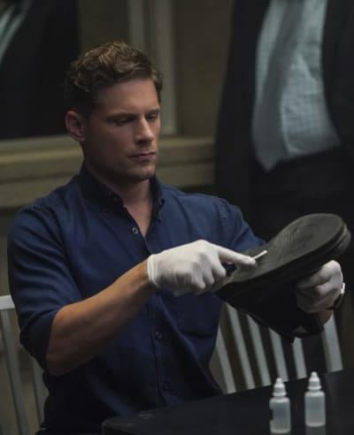 Scraping for Residue - CSI: Vegas Season 1 Episode 2