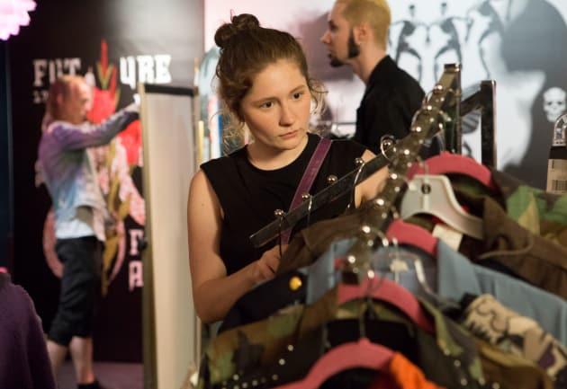 Debbie's New Wardrobe - Shameless Season 9 Episode 4