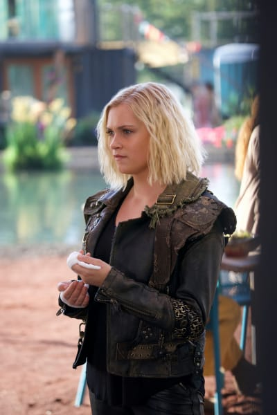 Josephine as Clarke - The 100 Season 6 Episode 5