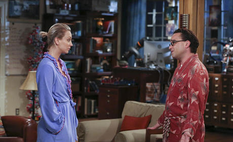 Penny Doesn't Look Pleased - The Big Bang Theory Season 9 Episode 2