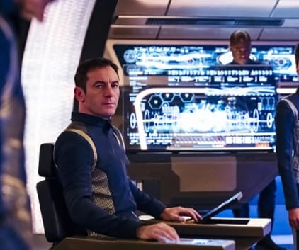 Captain Sits - Star Trek: Discovery