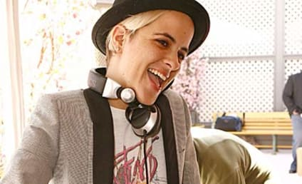 90210 Stars Preview Samantha Ronson Cameo