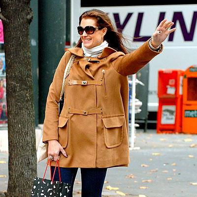 Brooke Shields Hails a Cab