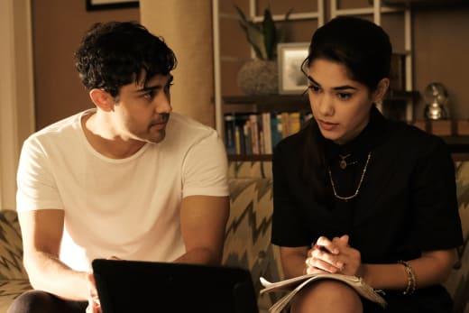 Devon Helps Priya Investigate  - The Resident Season 1 Episode 7