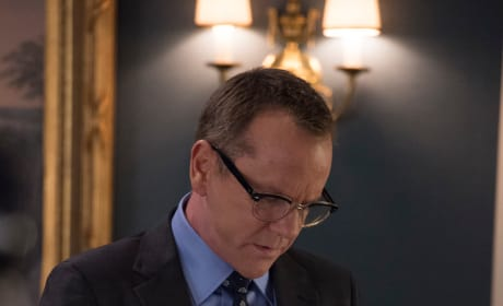 Bank Documents - Designated Survivor Season 2 Episode 1