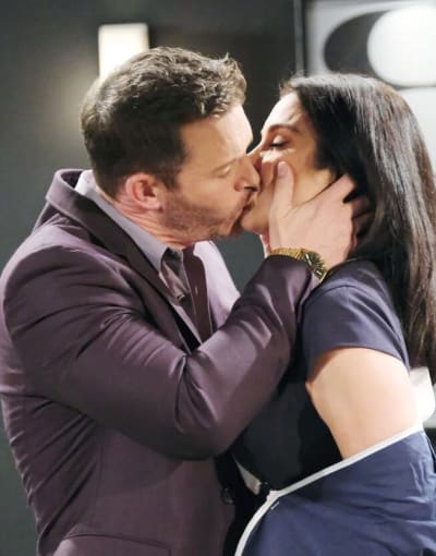 Brady Kisses Chloe / Tall - Days of Our Lives