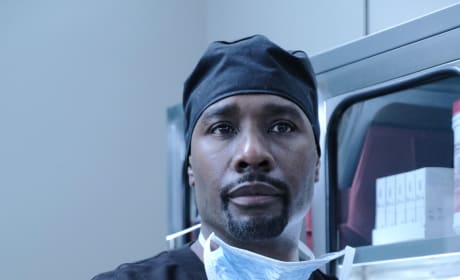 Cain in Scrubs  - The Resident Season 3 Episode 1