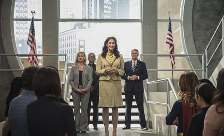 The President Arrives - Supergirl Season 2 Episode 3