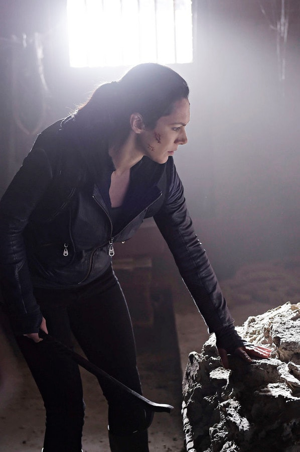Jules on the Hunt - Helix Season 2 Episode 8