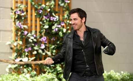 Hook is All Smiles - Once Upon a Time Season 6 Episode 3