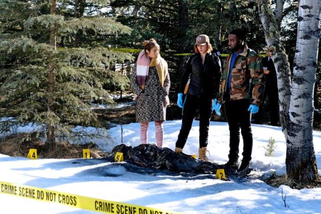 Burnt Body - Wynonna Earp Season 2 Episode 9
