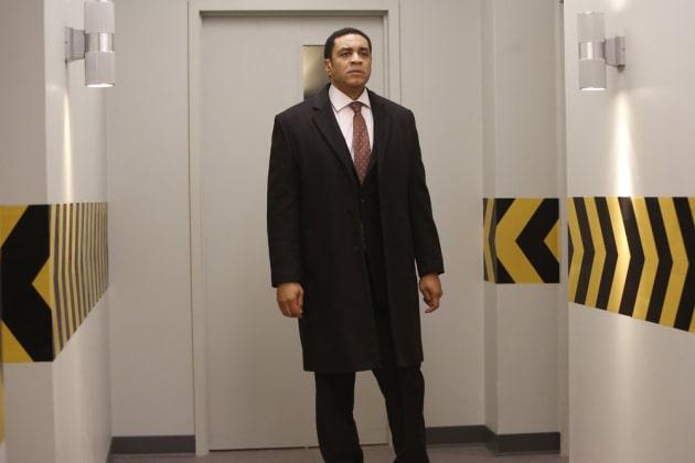 Follow the yellow arrows - The Blacklist Season 4 Episode 12