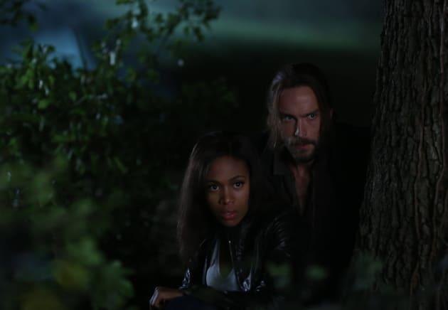 Huddled Together - Sleepy Hollow Season 2 Episode 2
