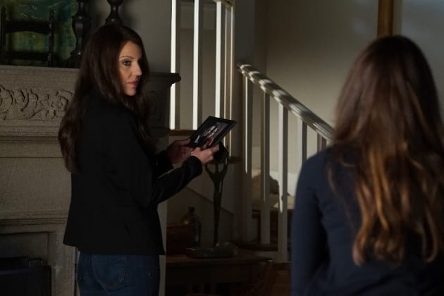 I Know This Person - Pretty Little Liars Season 7 Episode 1