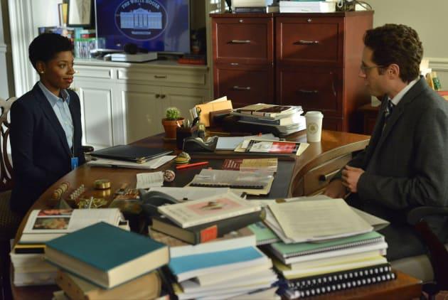 Desk Work - Designated Survivor Season 2 Episode 11