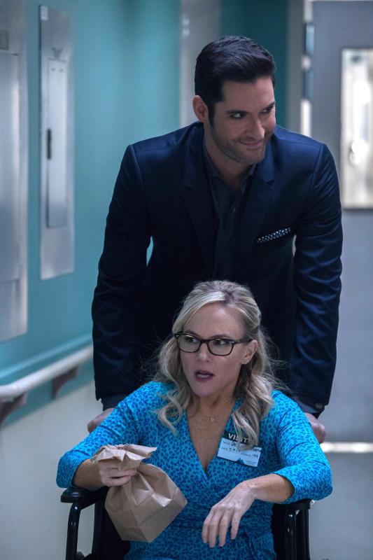 Dr. Linda Helps Again - Lucifer Season 2 Episode 16