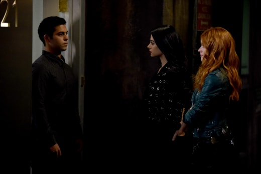 Rogue Vampire - Shadowhunters Season 3 Episode 4