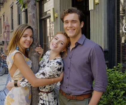 Leaning On Her Friends - Famous In Love