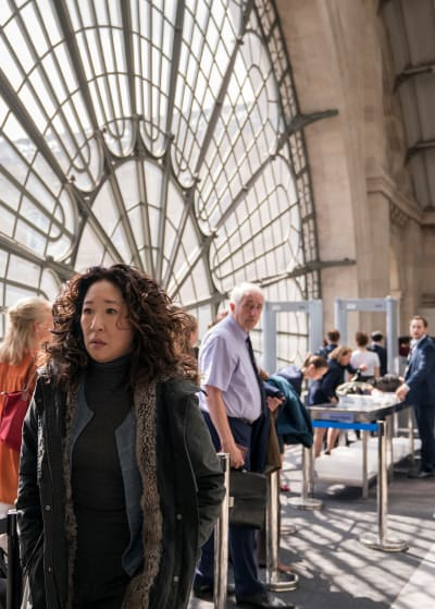 Scurrying Away - Killing Eve Season 2 Episode 1