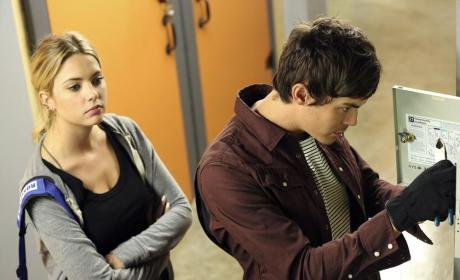 Lock Picking - Pretty Little Liars Season 5 Episode 17