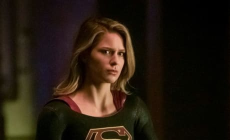 Supergirl Carrying - Arrow Season 7 Episode 9