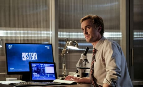 Julian at the lab - The Flash Season 3 Episode 12