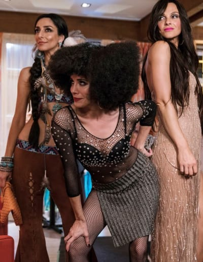 Three Chers - Girlfriends' Guide to Divorce Season 3 Episode 4