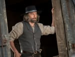 Cullen prepares to work - Hell on Wheels Season 5 Episode 10