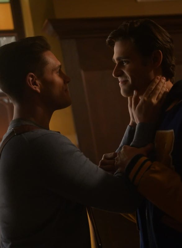 Growing Connection - Tall - Riverdale Season 3 Episode 12