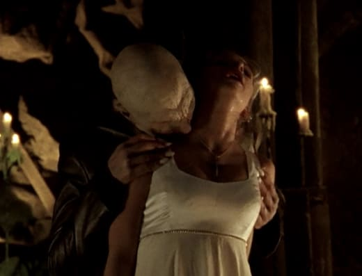 Buffy Dies - Buffy the Vampire Slayer Season 1 Episode 12