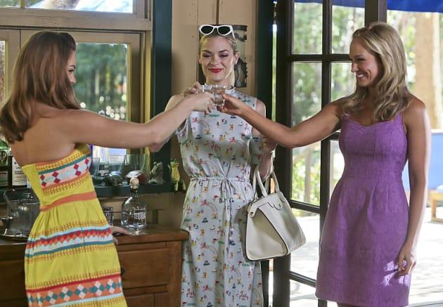 Cheers!  - Hart of Dixie Season 4 Episode 3