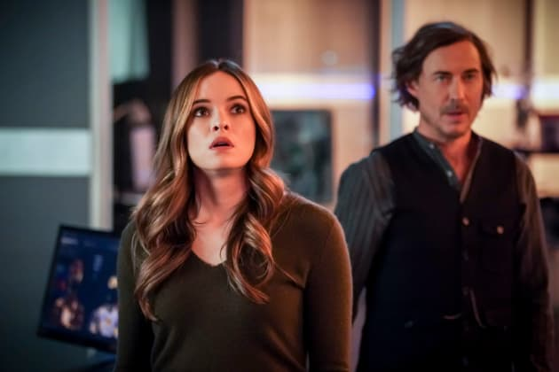 Caitlin and Sherloque Look On - The Flash Season 5 Episode 15