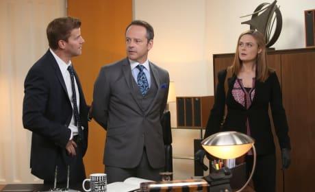 Brennan and Booth Take a Suspect, Guest Star Gil Bellows, into Custody - Bones Season 10 Episode 7