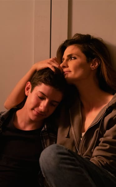 Emily Comforts Flynn - Absentia Season 2 Episode 1