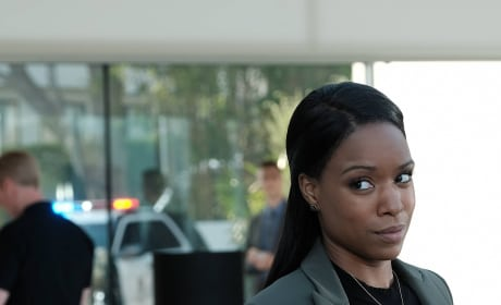 Det. Bailey Gives a Look - Lethal Weapon Season 2 Episode 2