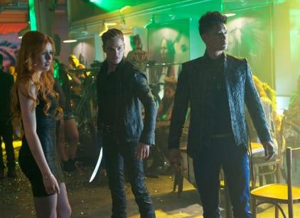 Watch Shadowhunters Season 1 Episode 4 Online
