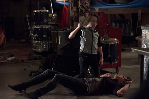 Vampire Vs. Shadowhunter - Shadowhunters Season 2 Episode 17