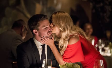 A Good Luck Kiss - Arrow Season 6 Episode 4