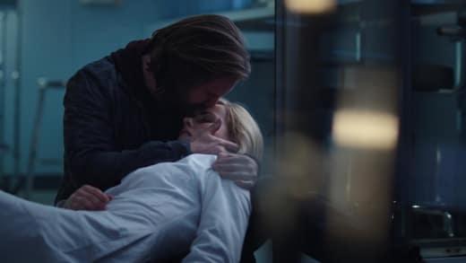 Cassie Dies Again - 12 Monkeys Season 1 Episode 9